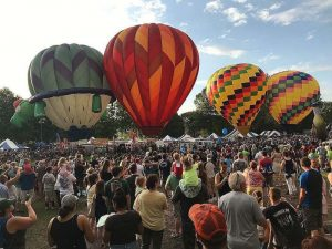 hot air balloons bing crowds 300x225 - hot-air-balloons-bing-crowds