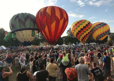 hot-air-balloons-bing-crowds