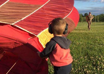 hot-air-balloons-owen-helping