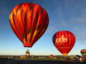multiple hot air balloons inflating 300x225 - multiple-hot-air-balloons-inflating
